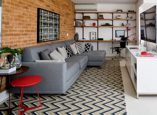 ... como preto e branco, azul e vermelho, amarelo e rosa, entre outras. Já  para quem possui um estilo mais clássico, a escolha ideal são os tapetes de  lã ou ... 99afb5375f